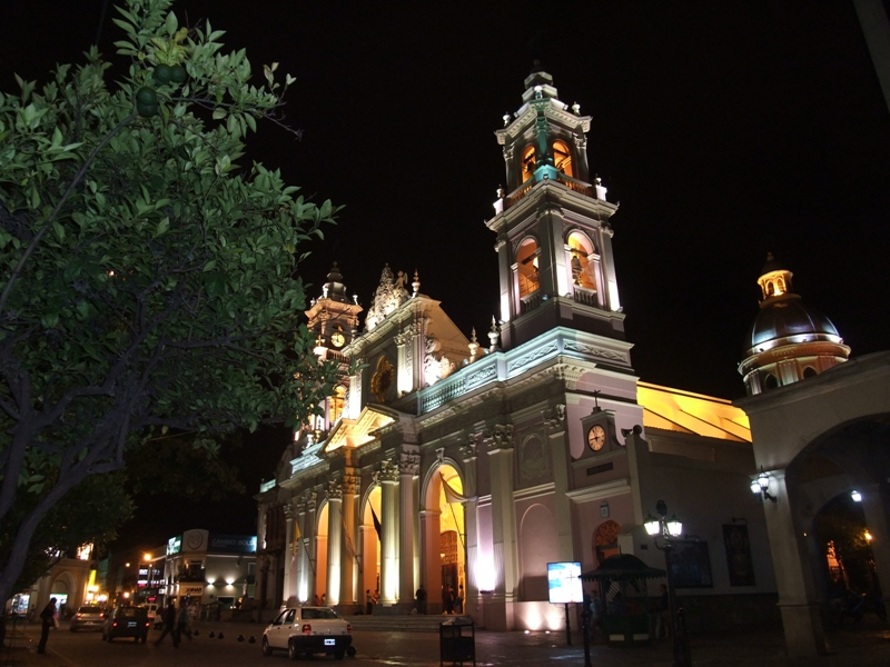 plaza 9 de julio catedral de salta argentina